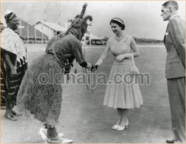 Oba Akenzua II and Queen Elizabeth II