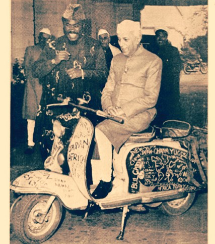 Ajala the traveller flanked by Jawarhalar Nehru of India sitting on his scooter